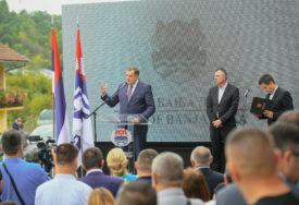 KAKO SE ČLANOVI SNSD OBRAČUNAVAJU SA SDS Dodik šokirao izjavom o tuči koja se dogodila na otvaranju puta (VIDEO)