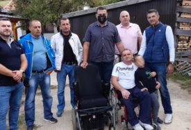 """""""DRUGOVI ME NISU ZABORAVILI"""" Slobodanu bivši saborci donirali nova invalidska kolica"""