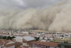NEVJEROVATNI SNIMCI  Pješčana oluja progutala metropolu (VIDEO)
