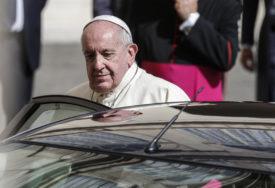 PAPINA POSJETA BEZ PRISUSTVA VJERNIKA Poglavar rimokatoličke crkve PRVI PUT VAN RIMA od izbijanja pandemije