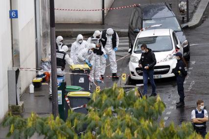 """DVIJE OSOBE RANJENE MAČETOM Napad kod bivšeg sjedišta """"Šarli Ebdoa"""" okarakterisan kao TERORISTIČKI"""