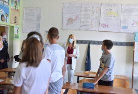 ČESTITALA POČETAK ŠKOLSKE GODINE Cvijanovićeva posjetila školu u Patkovači kod Bijeljine