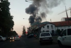 VATROGASCI U BORBI SA VATRENOM STIHIJOM U toku gašenje velikog požara u Beogradu