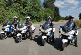 U PRATNJI KARAVANA BEOGRAD – BANJALUKA Motociklisti MUP RS dočekali bicikliste na ulazu u BiH