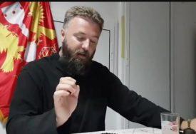 OTAC PREDRAG JE INTERNET SENZACIJA Njegova priča je sve nasmijala (VIDEO)