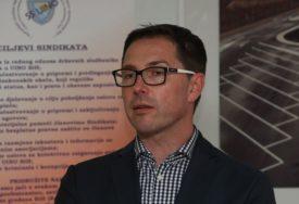"""""""OŠTETIO INSTITUCIJU ZA 63.000 KM"""" Portparol UIO osumnjičen za pronevjeru i pranje novca"""