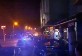 DRAMA U CENTRU GRADIŠKE Automobilom udario u parkirano vozilo i zabio se u izlog (VIDEO)