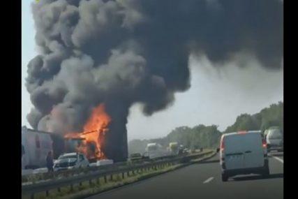 DETALJI TEŠKE NESREĆE NA AUTO-PUTU Požar zahvatio dva kamiona, poginule najmanje dvije osobe