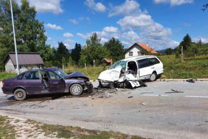 POVRIJEĐENE DVIJE OSOBE Sudar dva automobila na magistralnom putu Sarajevo-Sokolac