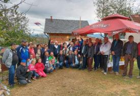 SVE JE POČELO SPONTANO Mještani sela Krivaja se ujedinili i pomogli porodici Stević da SAGRADI KUĆU (FOTO)
