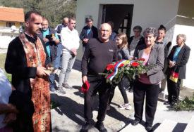 U MJESTU ŽELEĆA KOD ŽEPČA Služen parastos za ubijene Srbe prije 28 godina