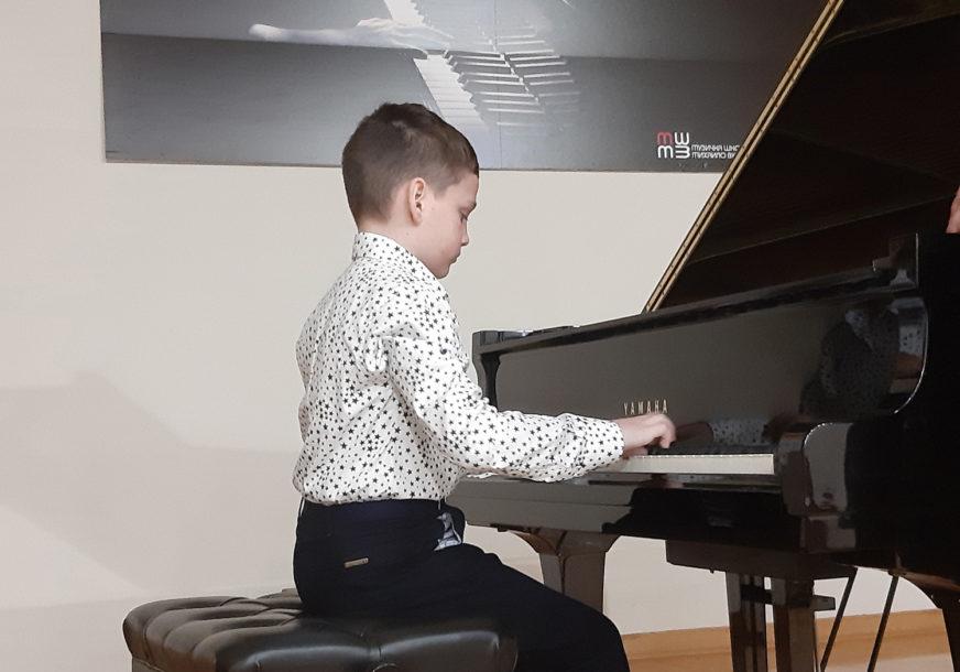 JOŠ JEDAN TALENTOVANI NOVAK Desetogodišnjak iz Bijeljine svira Mocarta i Betovena