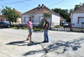 """""""STANISLAVA SA DVA NOŽA  IZBOLA SUPRUGA"""" Svjedočenje komšije koji je pokušao da spriječi ženu da ISKASAPI SUPRUGA"""