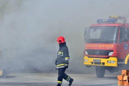 SREĆOM NIJE BILO POVRIJEĐENIH Kod Prijedora se zapalio putnički automobil