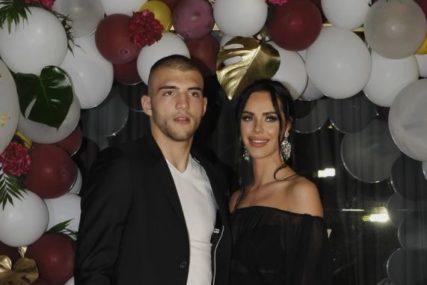 PLJUŠTE ČESTITKE Evo kako je Veljko obilježio godišnjicu braka sa Bogadnom na društvenim mrežama (FOTO)