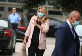 """""""TEŠKO JE, ALI IZBORIĆEMO SE"""" Predsjednica Srpske poručuje da NEMA ZATVARANJA, poziva na poštovanje dosadašnjih mjera"""