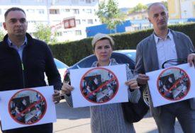 SDS PRIPREMIO NOVI SAOBRAĆJNI ZNAK Zabrana političarima da ulaze u škole