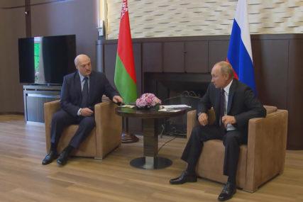 SUOČEN S NOVIM PROTESTIMA Lukašenko tražio oružje od Putina