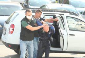 """U PRETRESIMA ODUZET KILOGRAM MARIHUANE Dileri uhapšeni u akciji """"Alfa 2"""" predati u nadležnost Tužilaštvu"""