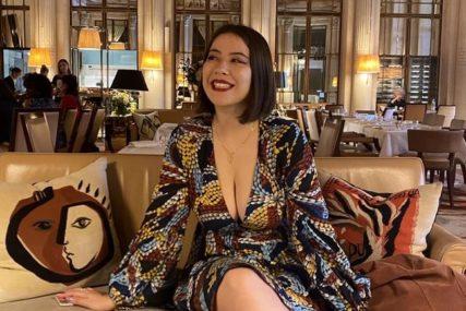 INCIDENT U FRANCUSKOJ KOJI JE DIGAO BURU Zabranili joj ulazak u muzej zbog dekoltea
