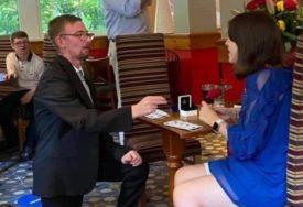 Ljubav ne zna za granice: Tinejdžer sa autizmom (16) nakon razdvojenosti zbog korone zaprosio djevojku (FOTO)
