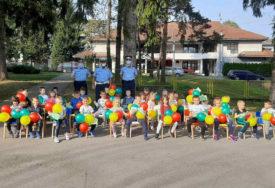 EDUKATIVNO PREDAVANJE U VRTIĆU U TESLIĆU Igrom balonima mališane upoznali sa semaforima