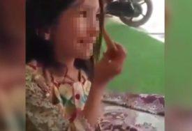 LJUDI,GDJE ĆE VAM DUŠA! Zaustavili se pored djevojčice koja prosi i onda su OVO URADILI (VIDEO)