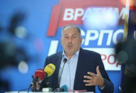 """MEKTIĆ UPOZORAVA """"Doći ćemo u situaciju da u zemlji imamo 20.000 MIGRANATA"""""""