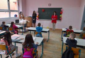 """U Osnovnu školu """"Petar Mećava"""" u Kostajnici upisano 30 PRVAČIĆA"""