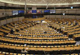 ZA OPORAVAK, RAZVOJ I INTEGRACIJU Evropska komisija daje Zapadnom Balkanu paket podrške težak DEVET MILIJARDI EVRA