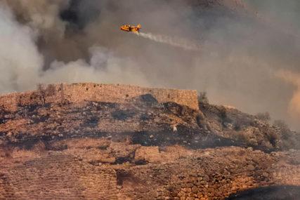 U GAŠENJE UKLJUČENI I AVIONI Aktivni požari na Smokovcu i Kučima