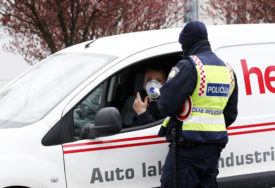 POKUŠALA DA PREGAZI POLICAJCA Njemica vozila u suprotnom smjeru, pa završila na psihijatriji