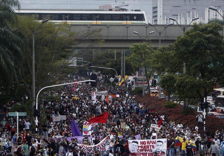 MASOVNI PROTESTI U KOLUMBIJI Hiljade ljudi na ulicama zbog policijske brutalnosti