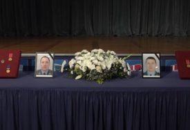 POSLJEDNJI ISPRAĆAJ UZ VOJNE POČASTI Sahranjeni poginuli piloti Dejan Krsnik i Zvonko Vasiljević