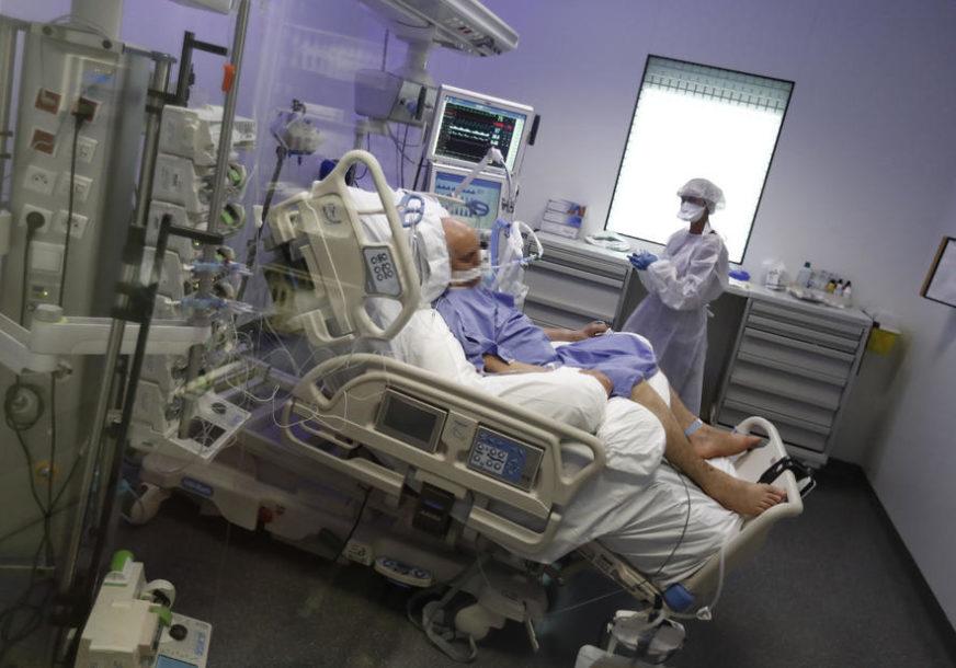DNEVNO UMRE OKO 700 OSOBA U Americi virusom korona zaraženo više od SEDAM MILIONA LJUDI