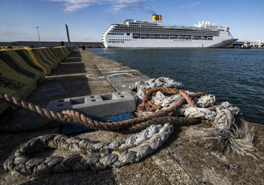DRAMA NA KRUZERU Više od 1.000 ljudi na brodu na kojem je otkrivena korona kod obale Grčke