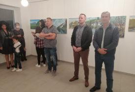 PREDSTAVLJENO 26 DJELA Izložba slika likovne kolonije otvorena u Kotor Varošu