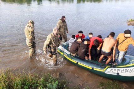 IZ SRBIJE U BiH PREKO DRINE Spriječeno krijumčarenje 11 migranata