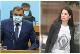 KO JE PRIZNAO GENOCID, A KO LAŽE I MRZI Žustra polemika Dodika i Trivićeve u Narodnoj skupštini
