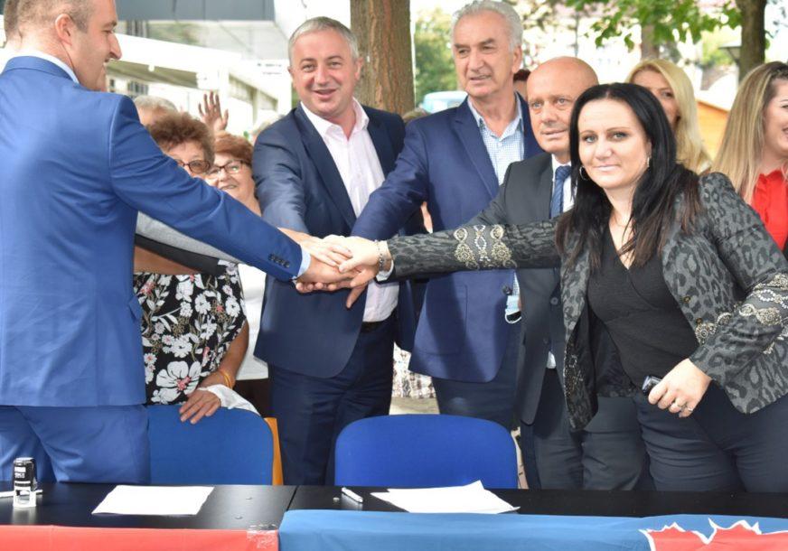 """DOSTA JE VLASTI KOJA OKUPLJA PRELETAČE"" SDS i PDP predstavili kandidata za gradonačelnika Gradiške"