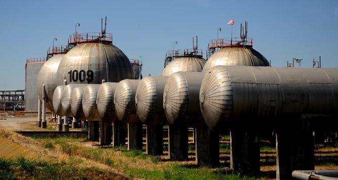 NAKON OBJAVE DA TRAMP IMA KORONU Cijene nafte  na svjetskom tržištu u padu