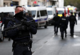 NAPAD NOŽEM U PARIZU Osumnjičeni želio da se osveti zbog karikatura