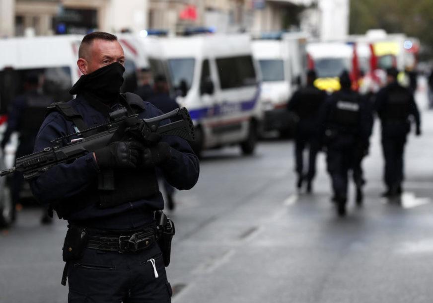 POLICIJA NA NOGAMA Više osoba povrijeđeno u NAPADU MAČETOM u Parizu