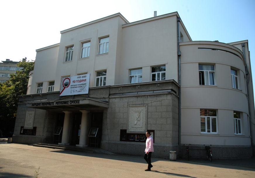 """RAZBOLIO SE JEDAN OD GLUMACA Otkazana predstava """"Ožalošćena porodica"""" u Narodnom pozorištu RS"""