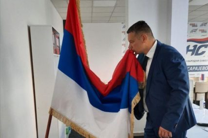"""""""SLOBODA I SLOGA POD JEDNOM ZASTAVOM"""" Nešić čestitao Dan Republike Srpske svim njenim građanima"""