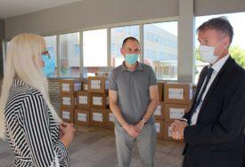 DONACIJA VRIJEDNA 30.000 KM Klinički centar u Mostaru dobio opremu za borbu protiv korone