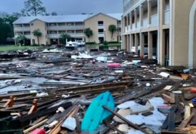 ČETIRI MJESECA KIŠE ZA ČETIRI SATA Velike poplave u SAD, oluja se ne smiruje (FOTO)