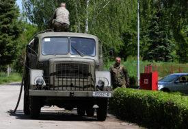 ALIJANSA GLEDA KROZ PRSTE ORUŽANIM SNAGAMA Kamioni stari 40 godina voze BiH prema NATO