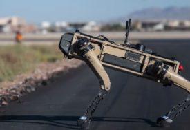JEDAN OD NAJVEĆIH TEHNOLOŠKIH EKSPERIMENATA On je robot-pas, vjerni saborac vojnika budućnosti