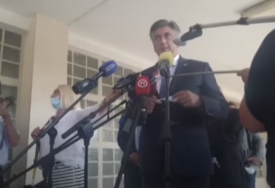 NEOBIČNA NEZGODA Plenković novinarki izbio telefon iz ruke (VIDEO)